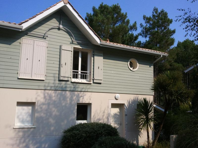 Three bed house with shared pool in Lacanau-Ocean, vacation rental in Lacanau-Ocean