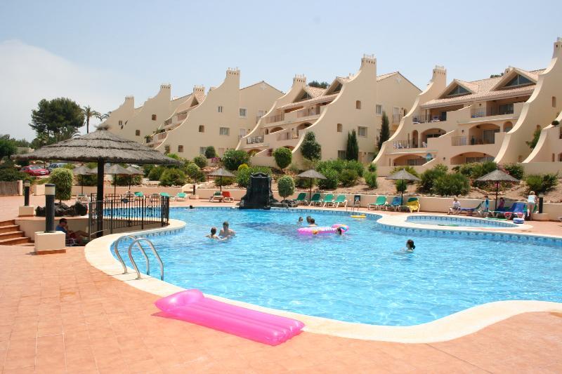 Los Olivos Main Pool