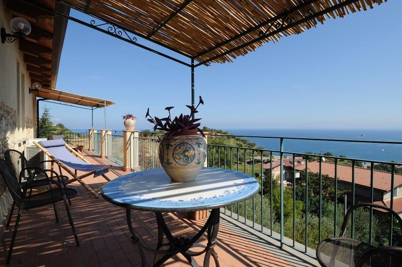 Appartement Torretta - terras op de Golf van Patti