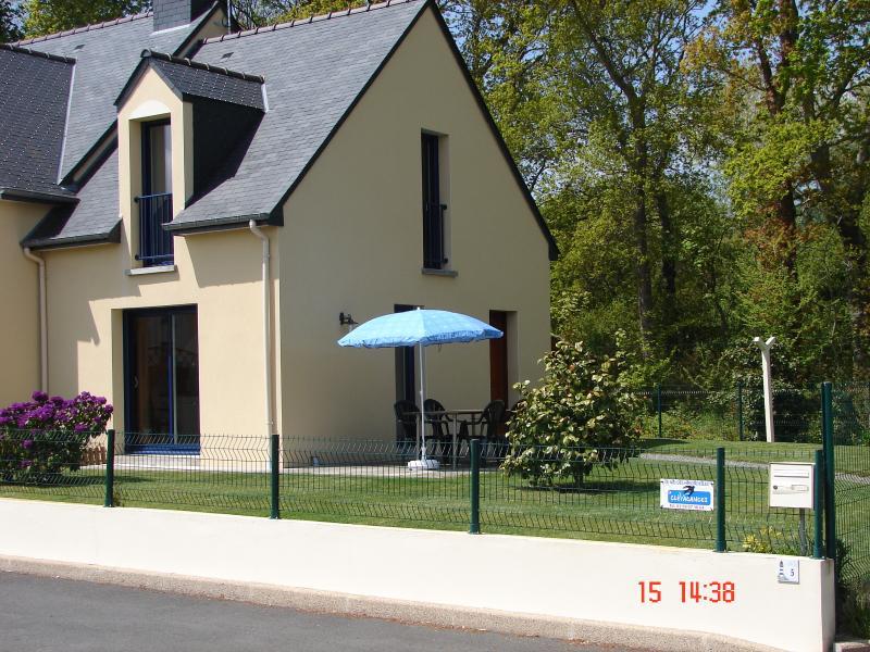 Maison construite en 2005 classée 3*  avec logo clévacances 2 clés.Idéal pour vacances reposantes.