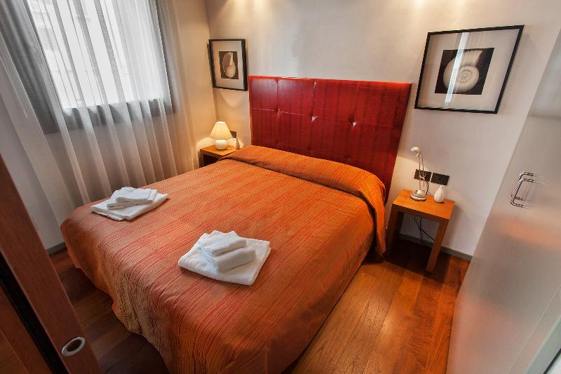 Charming Canal View - San Marco - Venice apartment - doble bedroom