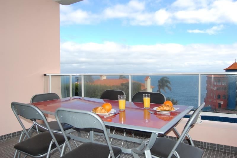 Caniço Seaside Apartment, holiday rental in Canico