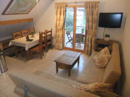 Spacious Lounge & Dining for 6 persons