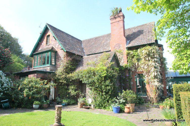 Chapel Knap, Porlock Weir - Large property with stunning gardens and fabulous co, casa vacanza a Oare