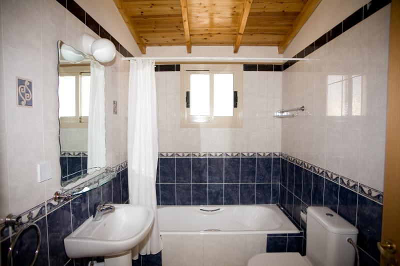 Full house bathroom (First Floor - With shower over) Adjacent to Twin Bedroom