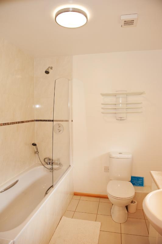 En la planta baja cuarto de baño en Duncliffe Chalet