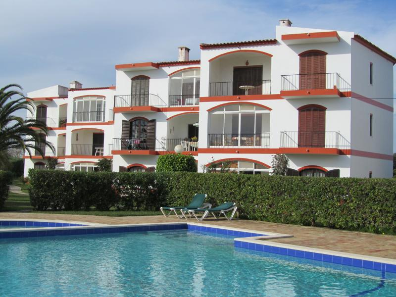 Albardeira south facing with pool + kiddies paddle area