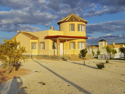 Pinoso holiday villa with pool, vacation rental in Fortuna