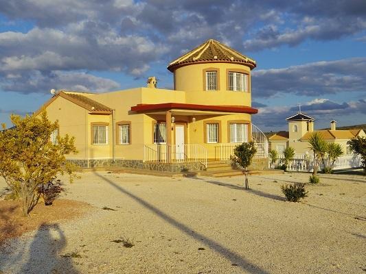 Pinoso holiday villa with pool, holiday rental in La Murada