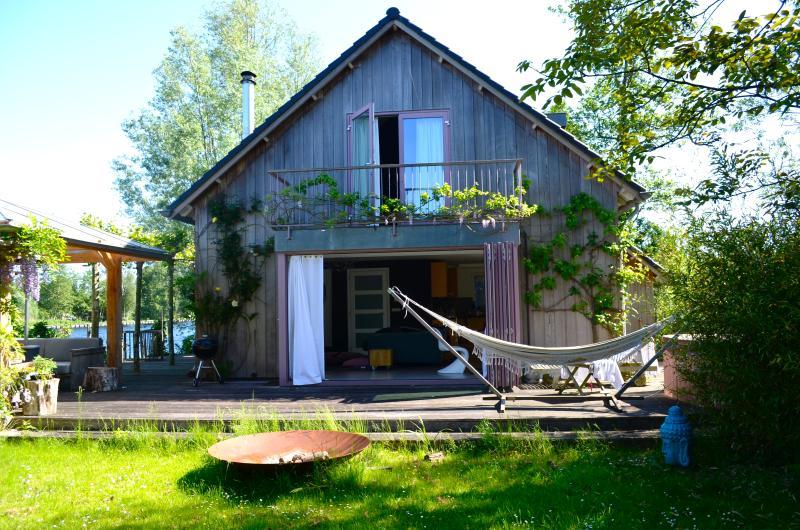 Vinkenveen Island Home