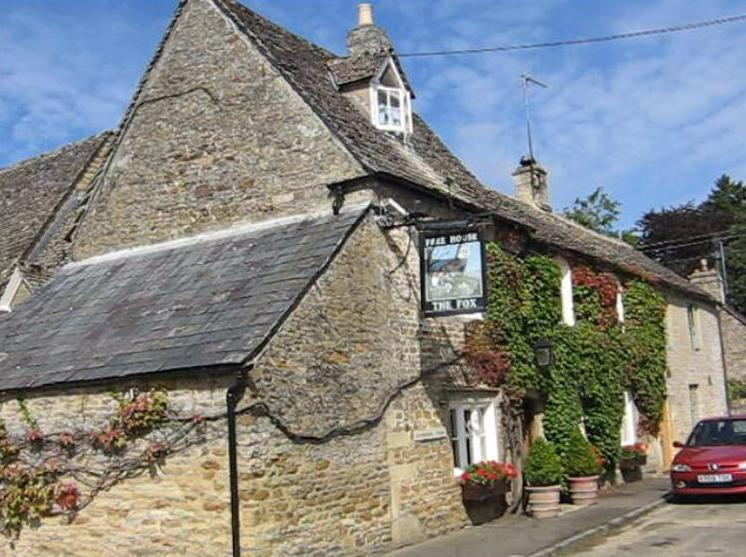 The Fox Inn, Local Eatery, 2 minute walk from cottage