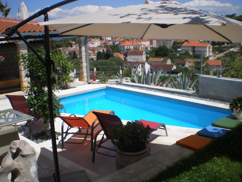 Villa Yannie - Comfort, pool and view. 2 parkings. DISCOUNT- LIMITED TIME!, holiday rental in Brac Island
