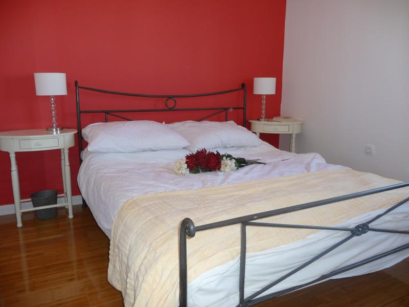 Double bedroom with king / 5ft wrought iron bed and ensuite bathroom