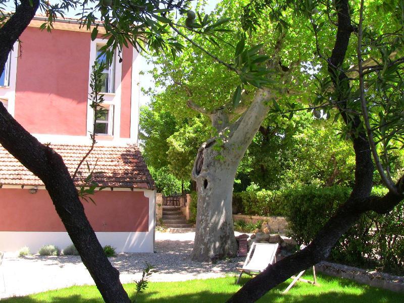 Studio + private garden, Provence, Avignon, casa vacanza a Orange