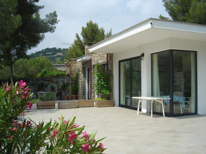 Villa Teresa nel verde di Pinamare Andora (SV), vacation rental in Andora
