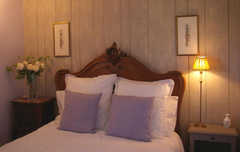 Le Mûrier - double room with antique french carved bed, ensuite with bath/shower. View over terrace.