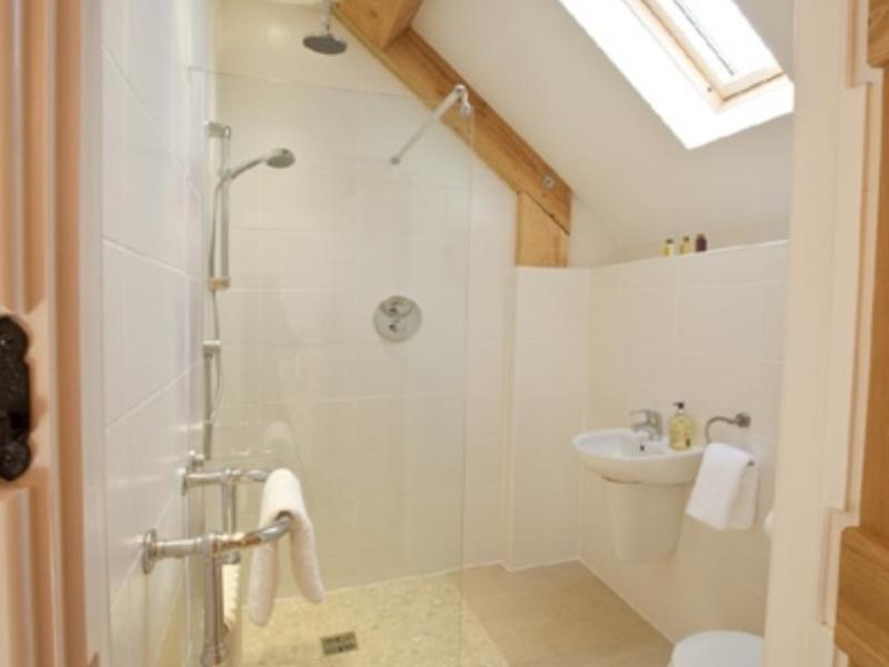 Un cuarto de baño ducha
