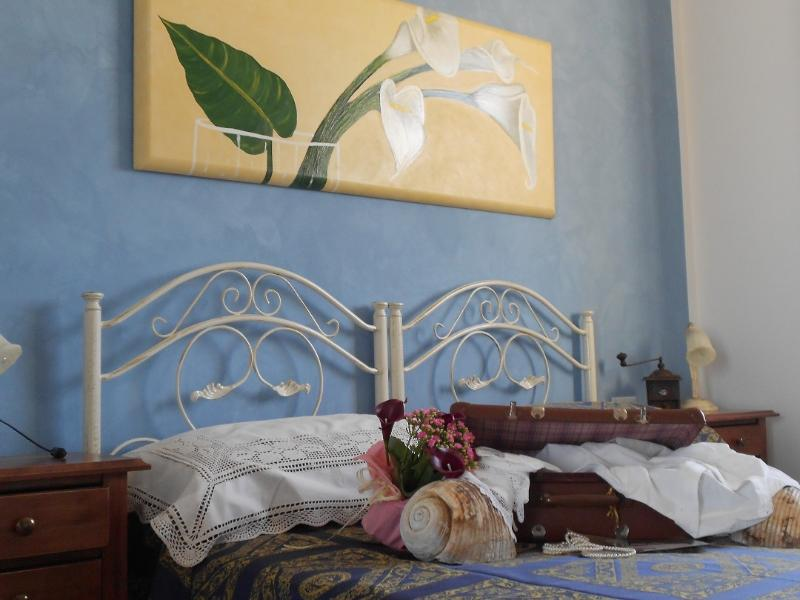 blue room (double + extra bed)