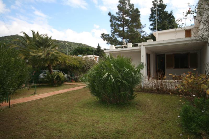 Villa Lola, holiday rental in Maracalagonis