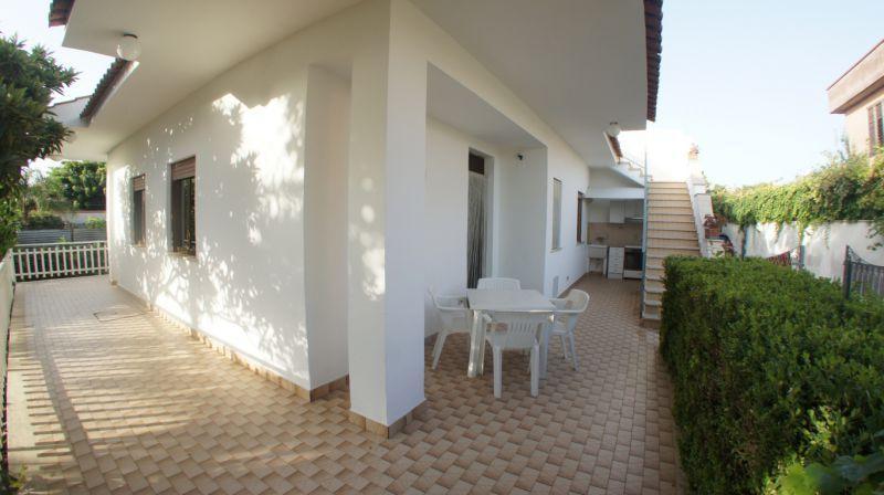 Villa Bouganville - Lato A, holiday rental in Trappeto