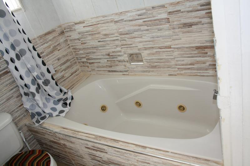 Bedroom 3/en suite Bathroom/cable TV-WIFI/-Suite Bathroom with Jacuzzi