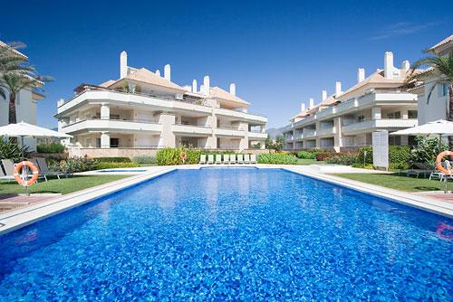 322-All year real HEATED POOL 2-bed beachfront luxury oasis-Serviced, location de vacances à Estepona