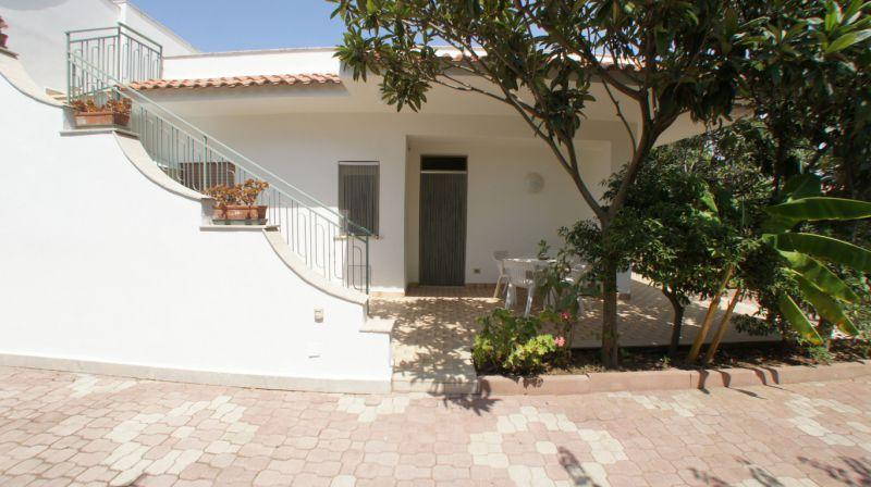 Villa Bouganville - Lato B, holiday rental in Trappeto