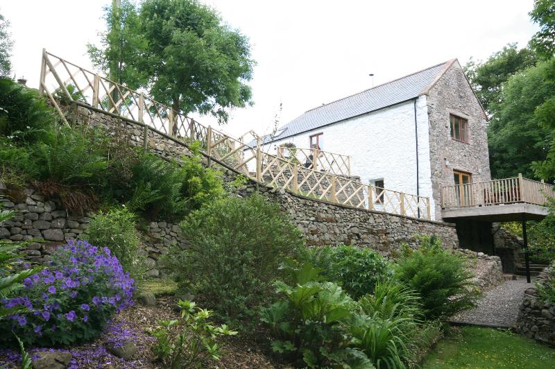 View from bottom garden looking at cottage gable end including balcony
