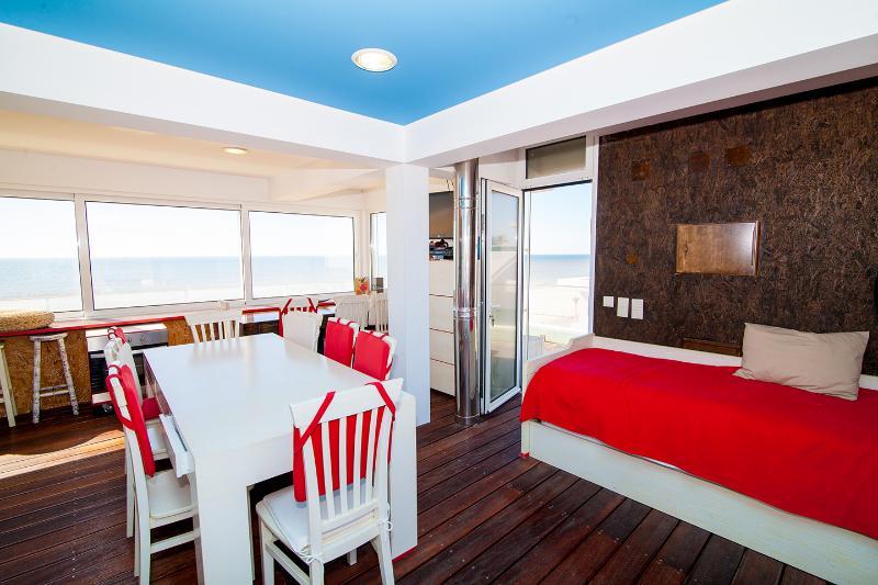 Top Floor Apartment Great View, holiday rental in Pechao