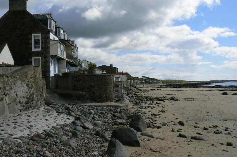 The Beach House, holiday rental in Lundin Links