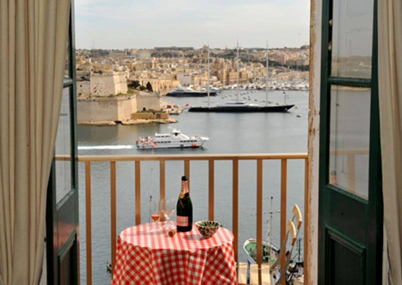 Admirals Suite, Valletta. Amazing harbour views, vacation rental in Mqabba
