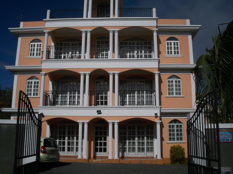 Appartement spacieux équipé très proche des plages Mt-choisy et Trou aux biches, alquiler vacacional en Mont Choisy
