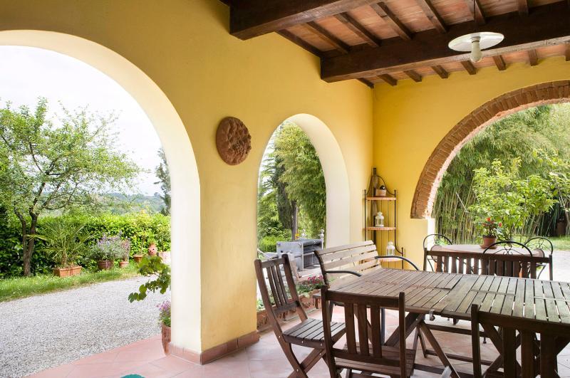 Il patio per pranzi e cene all'aperto