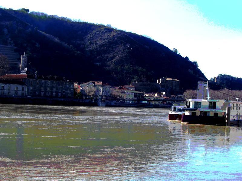 Tournon vu de Tain, le Chateau, les collines d'Ardèche