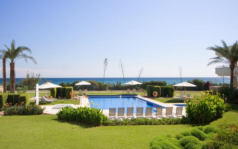 311-All year real HEATED POOL 2-bed beachfront luxury oasis, location de vacances à Cancelada