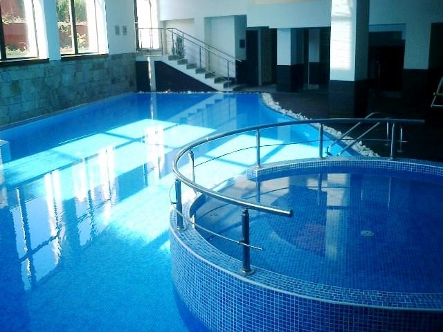 Sunflower free of charge indoor pool (also sauna, fitness, steamroom, internet, disco/pub, etc...)