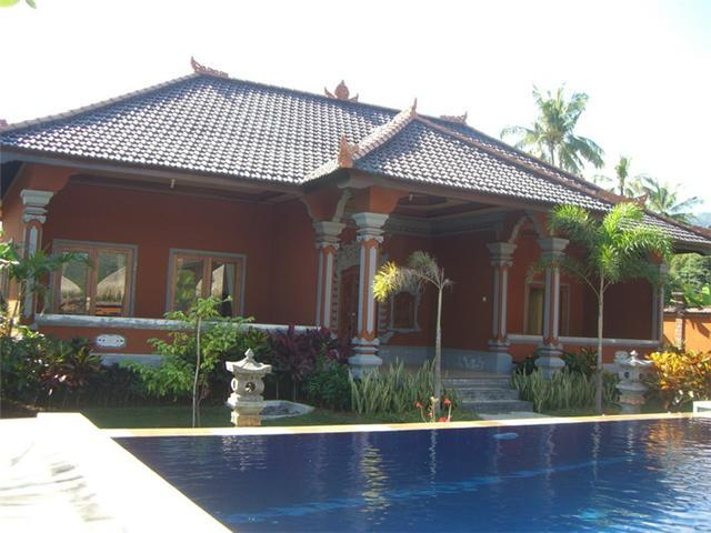 Large villa which provides two very large bedrooms / en-suites & living room has two large sofa