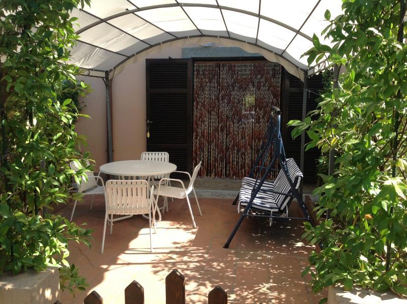 ingresso e giardino retro