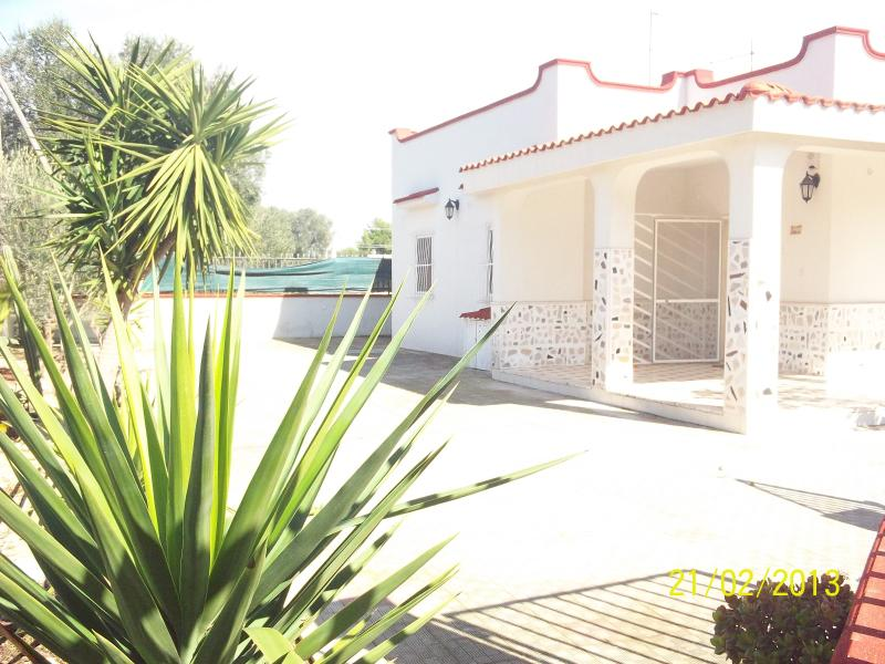 Detached villa, bbq, garden, near salento sea, holiday rental in Taranto