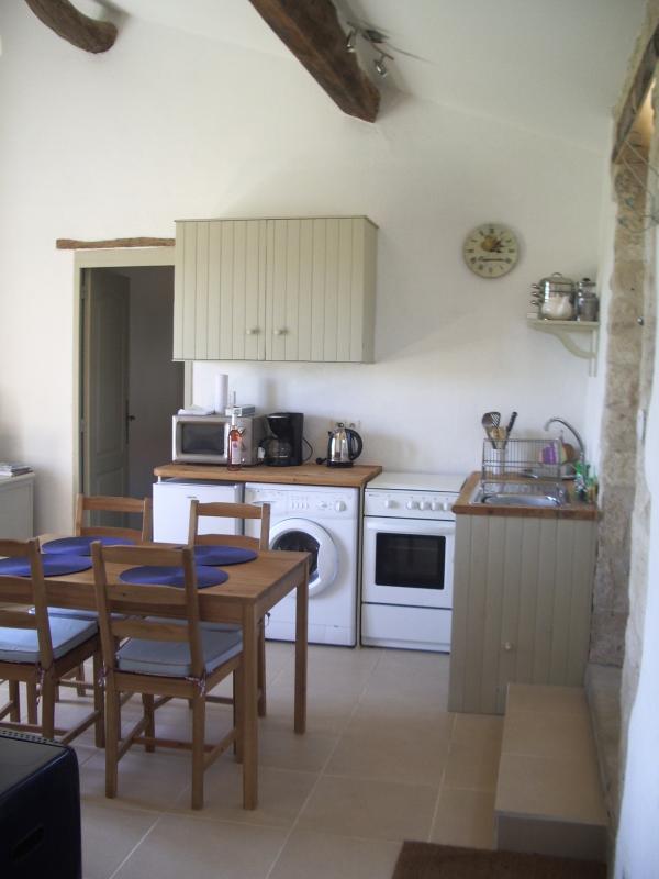 Dentro da área de cozinha no Pressoir