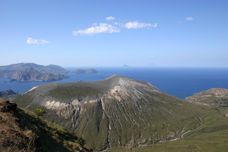 Il cratere visto da Monte Saraceno
