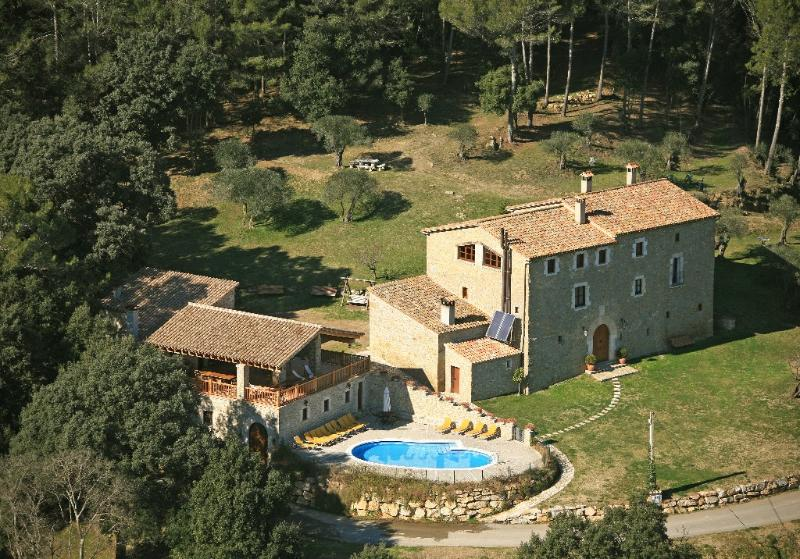 1000m2 villa w/ 17 bedrooms and 14 bathrooms on 15 hectaire private property