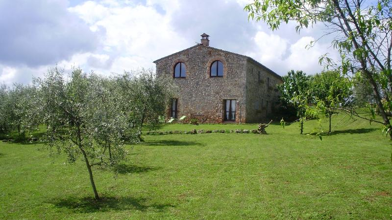In the countryside, 10 minutes from Siena, holiday rental in Monteriggioni