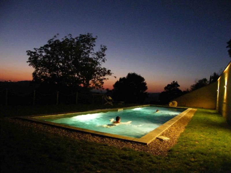 swimminpool by night