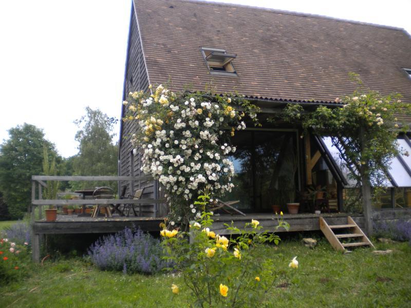 Notre maison et ses rosiers anciens.