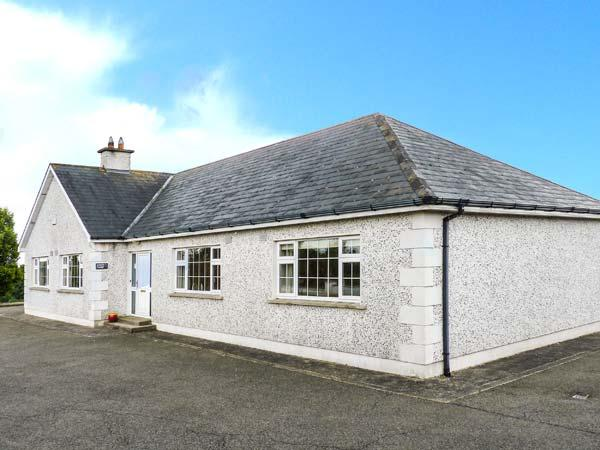 SUSSEX LODGE, detached, family and pet-friendly, WiFi, off road parking, vacation rental in Enniscorthy