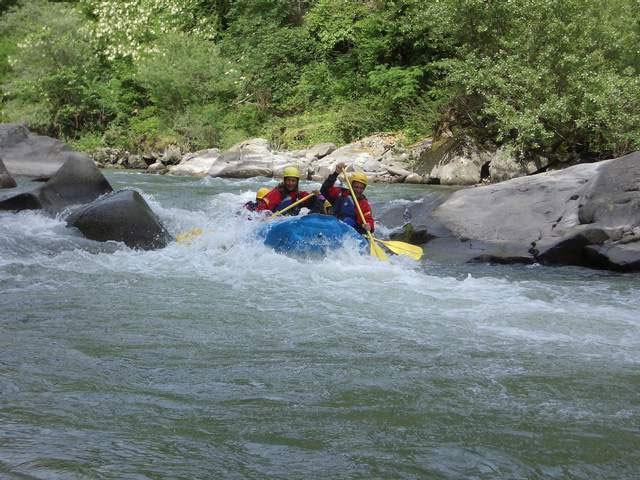 Rafting along Lima's stream.