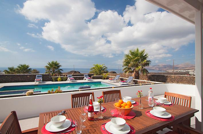 Outdoor dining & sea views