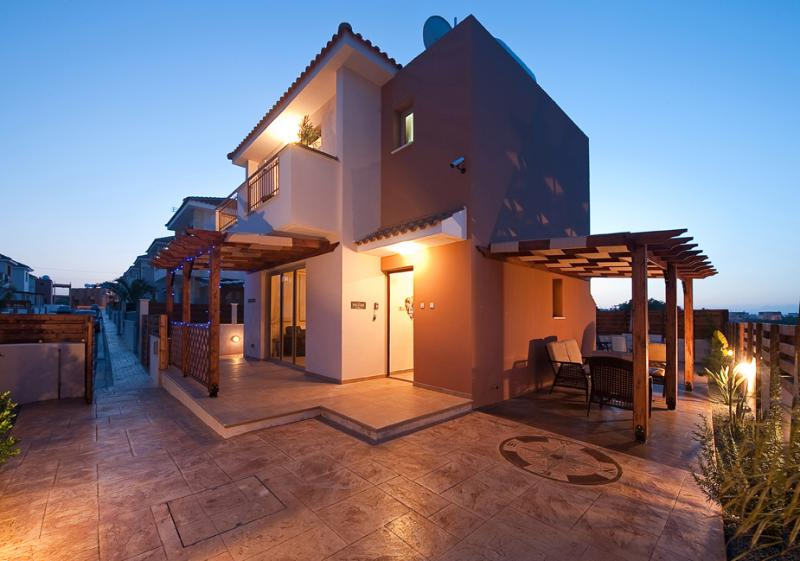Superb detached villa occupying large corner plot with private pool, bbq, free WiFi.