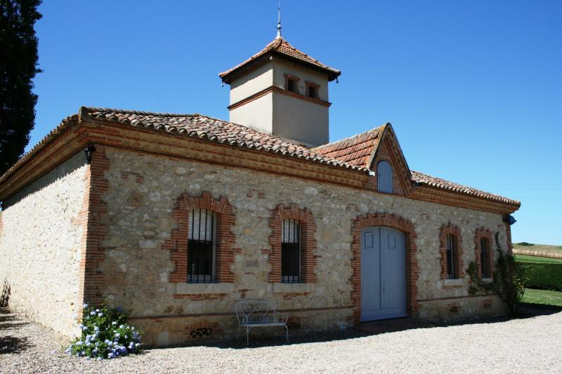 Século 17 incomum pedra pigeonnier convertida em turismo rural encantadora